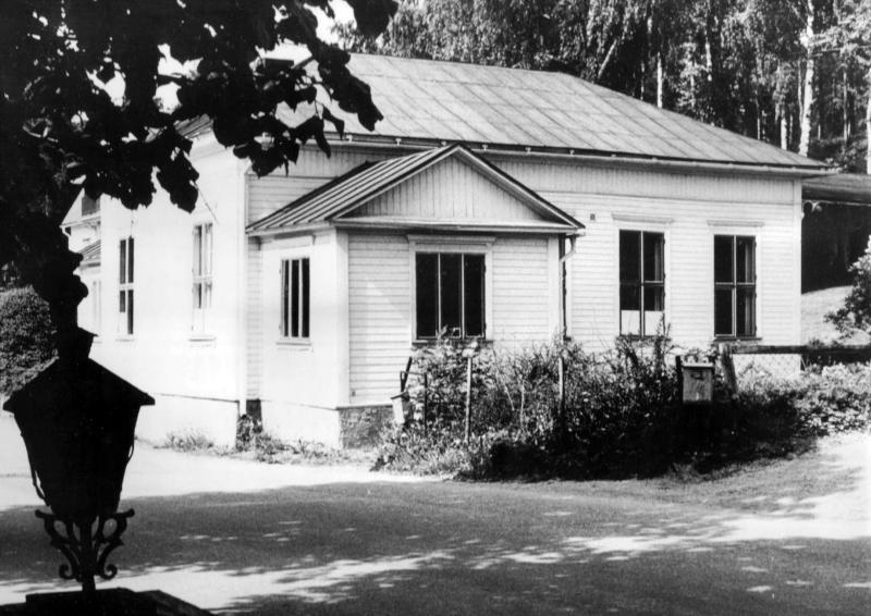Adventisternas första kyrkobyggnad, Betelkapellet, byggdes i Grythyttan 1893 och kostade 2000 kronor att uppföra. Se fortsättning av bildtext i artikeln.