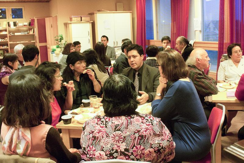 Spanska gruppen avslutade sabbatsdagen med agapemåltid tillsammans med tillresta gäster.