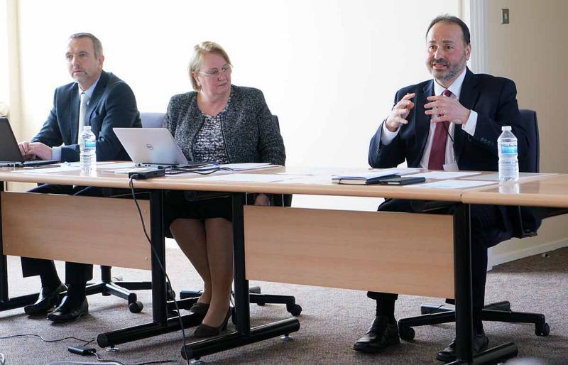 Dean Papaioannou, biträdande divisionssekreterare (till vänster), Audrey Andersson, divisionssekreterare och Raafat Kamal, divisionsordförande och styrelseordförande.