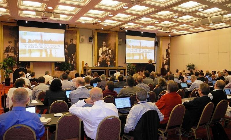 TED:s divisionsstyrelse tar del av och diskuterar ordinationsrapporten innan man enhälligt röstar för att godkänna den. Foto: Esti Pujic