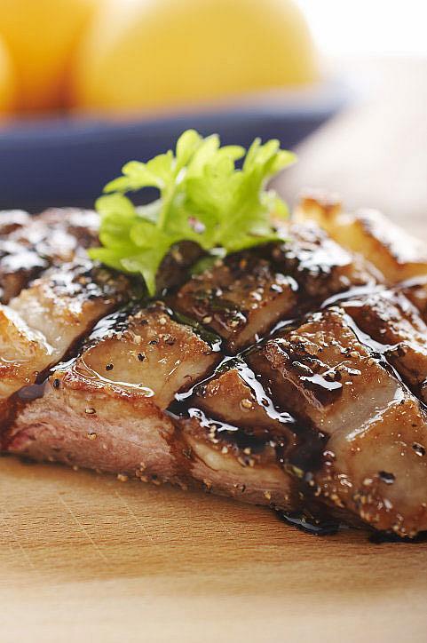 Harvardforskare har studerat 120 000 människors hälsa under 28 år och kan nu med säkerhet visa att en hög konsumtion av kött från nöt, lamm och gris ger en avsevärd ökad risk att dö i cancer och hjärt- och kärlsjukdom. En annan studie som publicerades nästan samtidigt visar att vegetarianer har bättre förutsättningar att känna sig gladare och bättre till mods än de som äter kött och fisk.