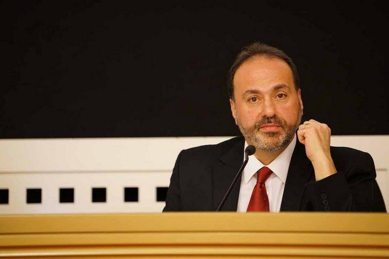 Divisionsledaren Raafat Kamal lyssnar till de synpunkter som framförs från de olika unionerna.