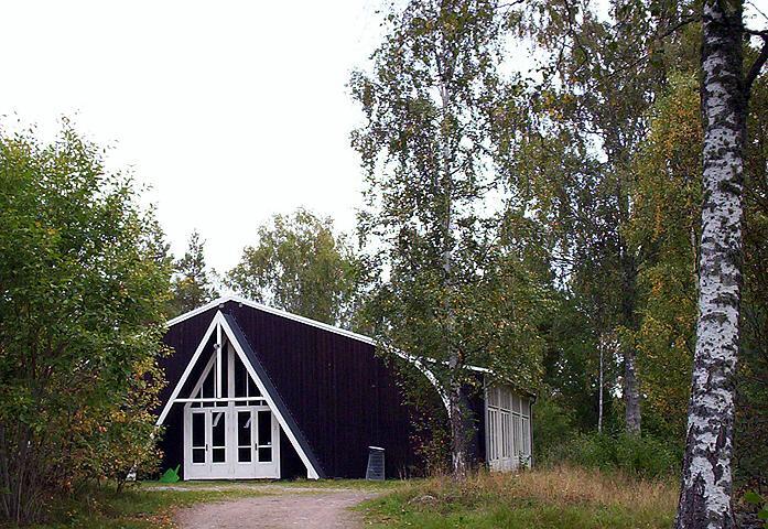 Kollekten går till att hålla Västerängs lägergård i gott skick! Nu inleds också en lägersommar som behöver mer än dina gåvor. Be om Guds beskydd och välsignelser under sommarens alla läger!